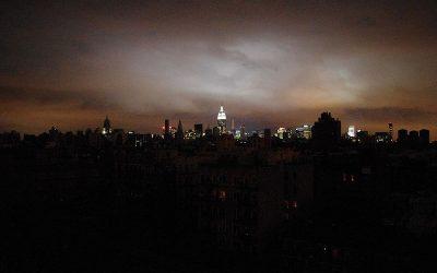 Hurricane_Sandy_Blackout_New_York_Skyline_wiki_user_david_shankbone