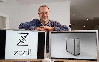 Simon_Hackett_with_ZCell_1_W